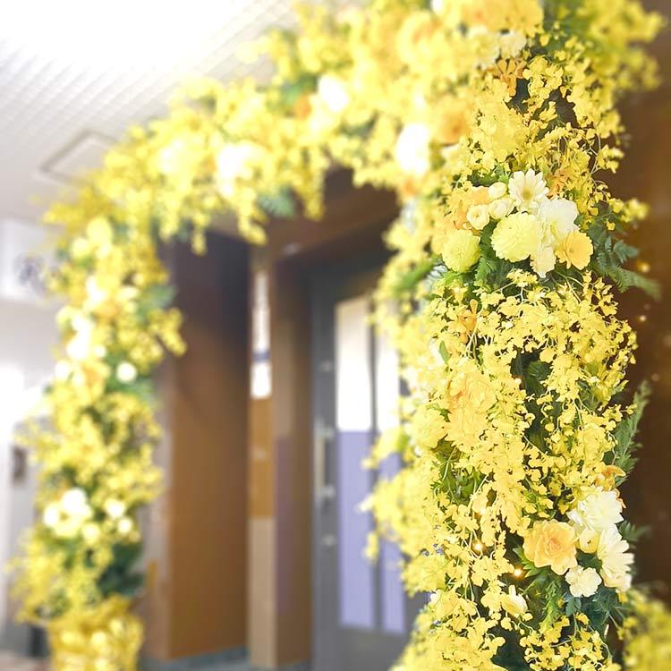 店舗入り口ディスプレイ黄色